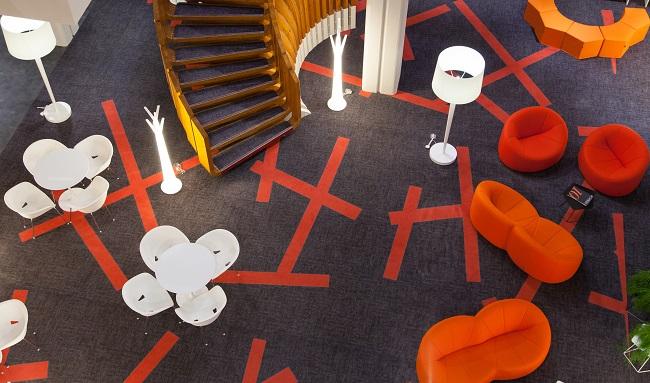 Patio et salon - Hôtel Ibis Styles Centre Poitiers