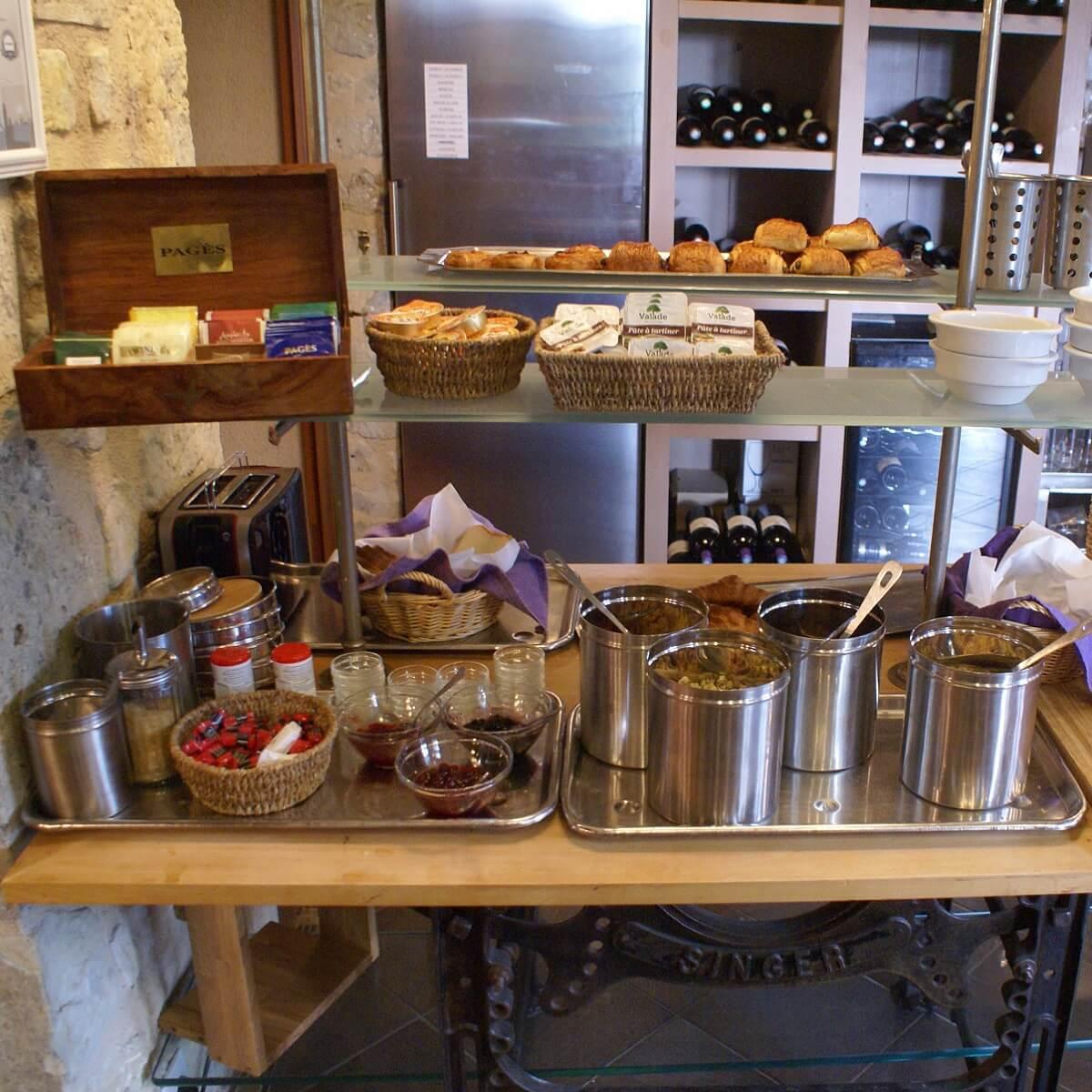 Buffet petit-déjeuner - Hôtel Le Grand Hard - Sainte-Marie-du-Mont