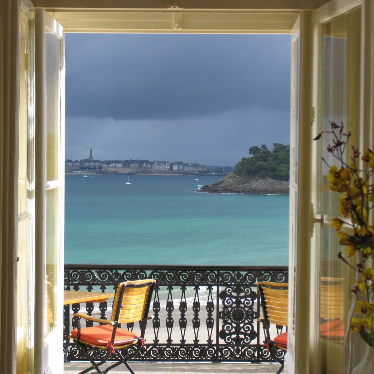 s lection de beaux h tels en bretagne avec vue sur la mer. Black Bedroom Furniture Sets. Home Design Ideas