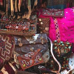 Sacs dans le souk de Marrakech