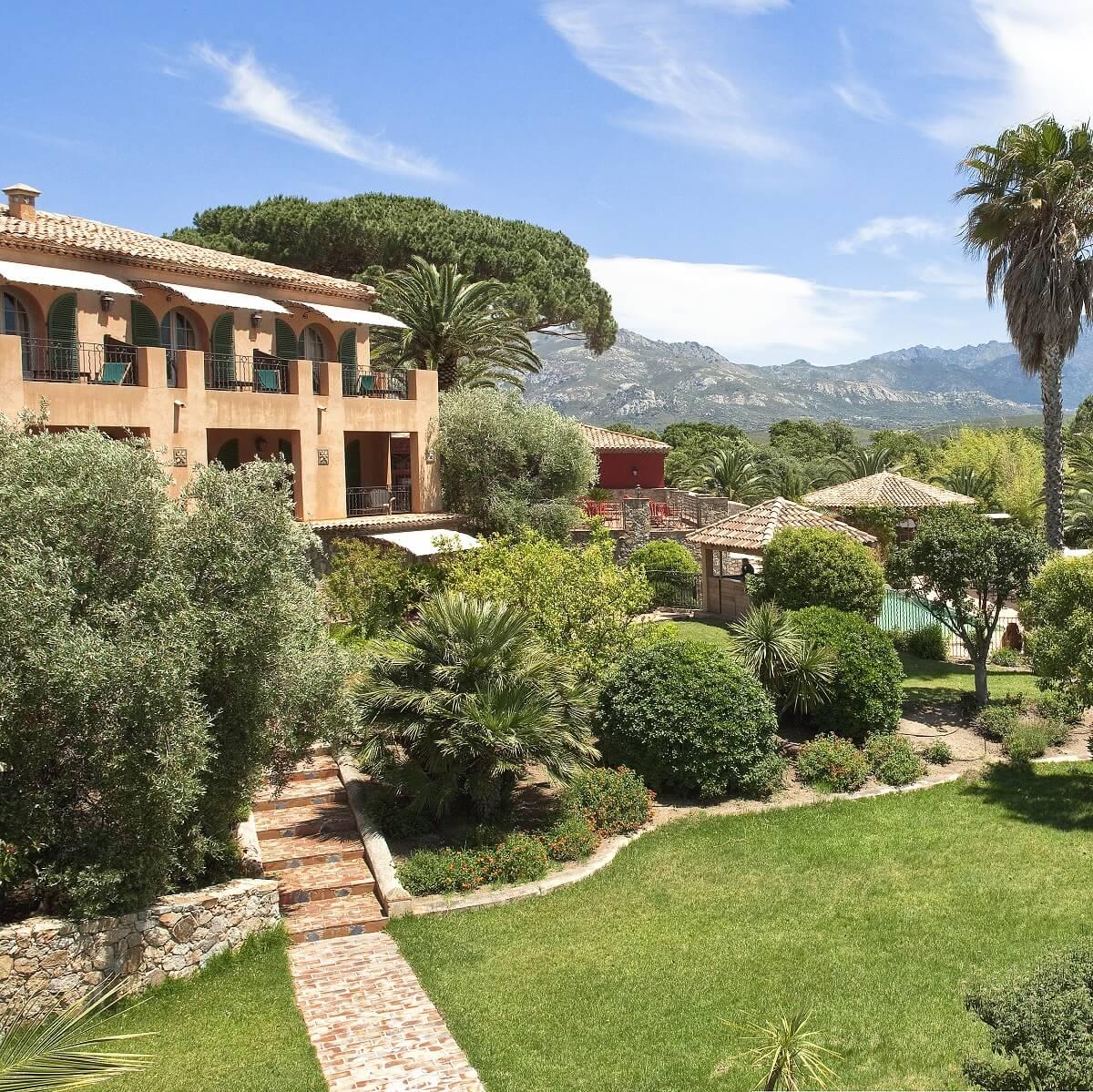 Jardin et bâtiments - Hôtel La Signoria - Calvi - Corse du sud