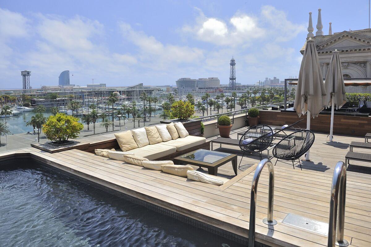 Les plus beaux h tels de barcelone avec piscine en rooftop for Piscine 19eme
