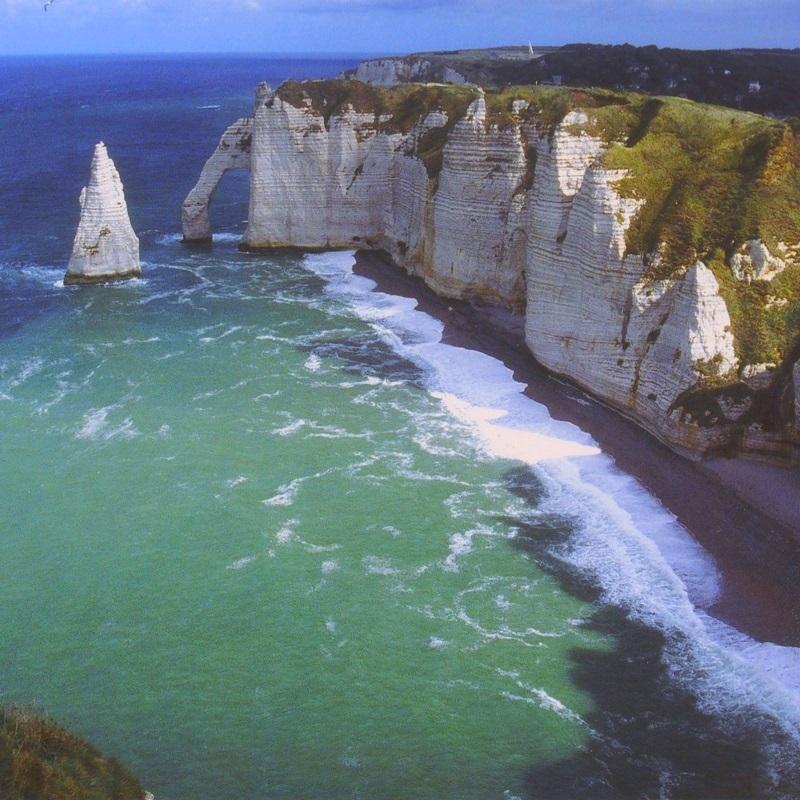 Arche et Aiguille des Falaises d'Etretat - Normandie - France