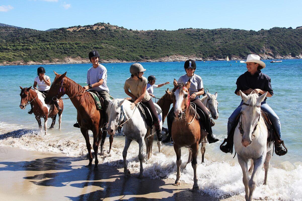Balade à cheval sur la plage - Corse