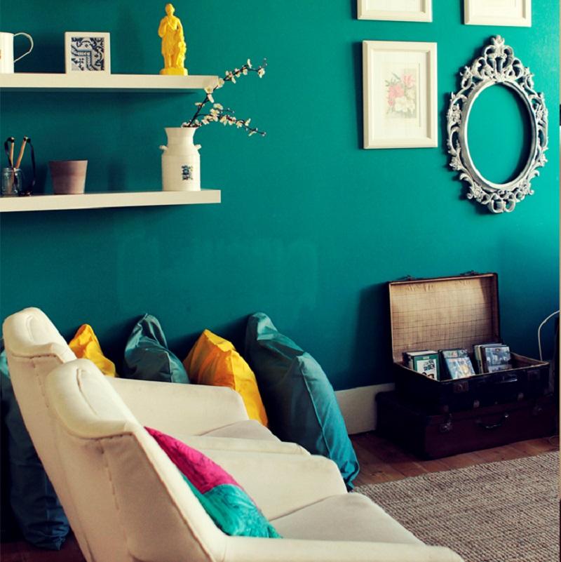 Sofa dans le salon du Jardim de Santos Hostel à Lisbonne