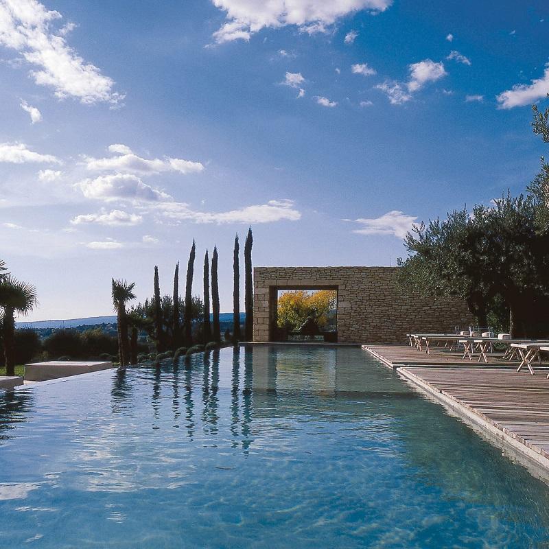 Vue sur la piscine du Domaine des Andéols ***** à Saint-Saturnin-les-Apt