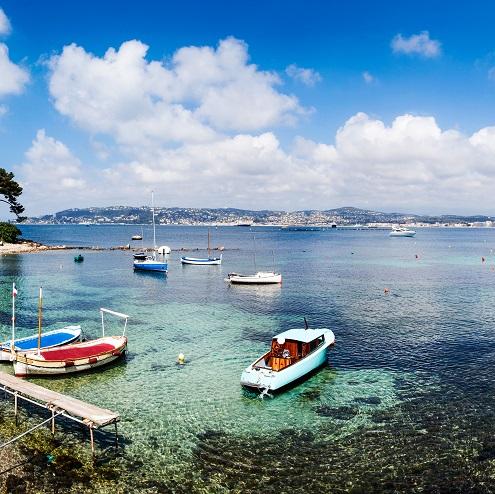 Barques sur la Baie des Milliardaires à Antibes