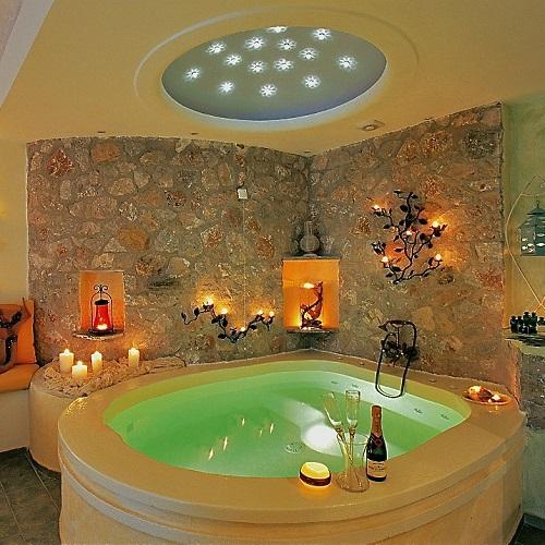 8 h tels romantiques avec jacuzzi priv faits pour ton couple - Hotel dans le var avec jacuzzi dans la chambre ...