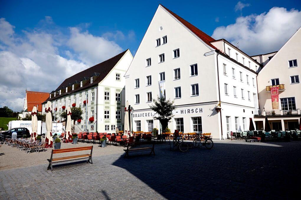 Place du marché et hôtel Akzent Brauerei Hirsch à Ottobeuren