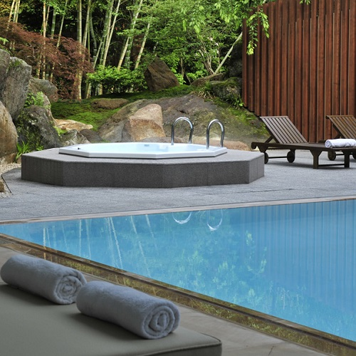 stunning piscine et jacuzzi au gora kadan au japon spa. Black Bedroom Furniture Sets. Home Design Ideas