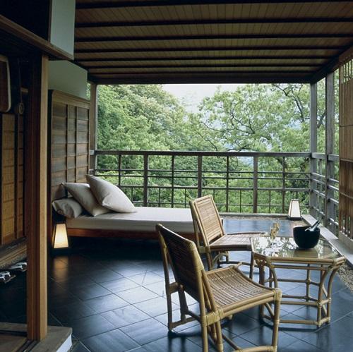 Terrasse au Gora Kadan au Japon