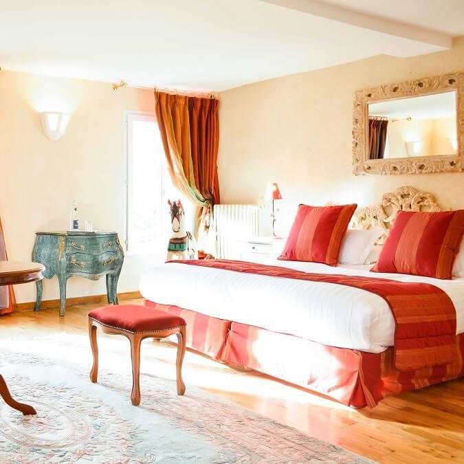 week end romantique 12 chambres avec jacuzzi priv. Black Bedroom Furniture Sets. Home Design Ideas