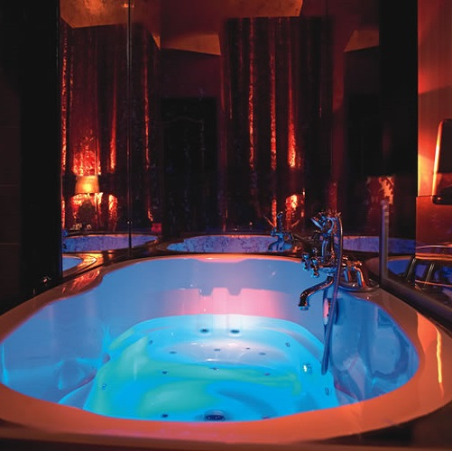 Jacuzzi privatif à The Toren aux Pays-Bas