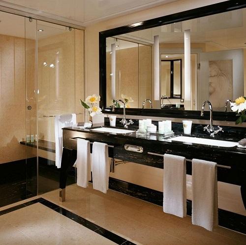 Salle de bain au Westin Grand Berlin en Allemagne