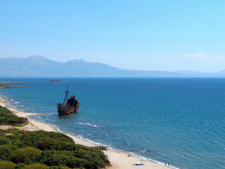 the-ghost-ship-gytheio-greece-photo-by-dimitris-karkanis (1)