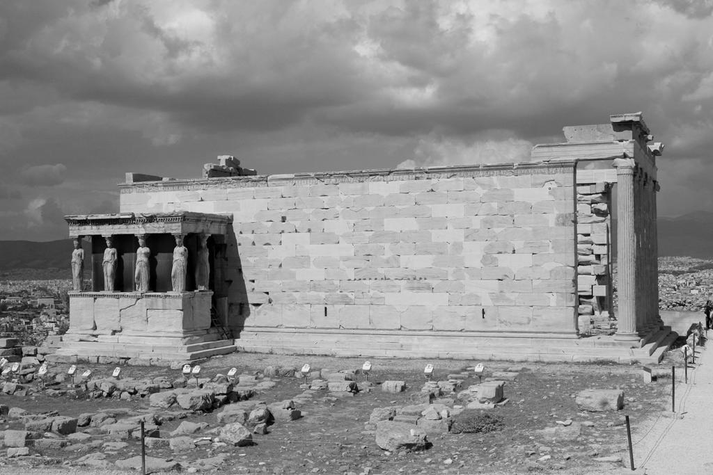 acropolis_kores_stylencritics © Sonia Farasopoulou