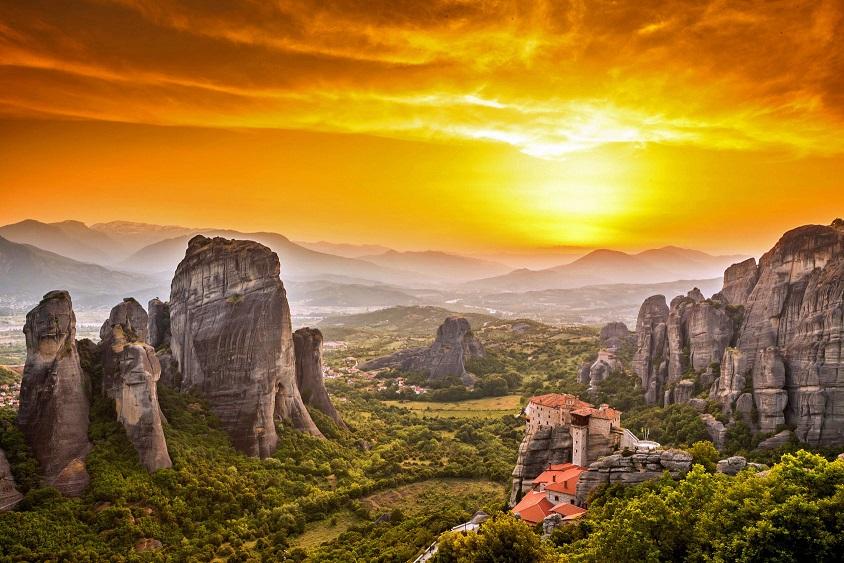 Θρησκευτικά Μνημεία, Μονές, Μοναστήρια, Εκκλησίες, Σημεία Προσκυνήματος στην Ελλάδα θρησκευτικός τουρισμός μετεωρα Meteora Roussanou Monastery at sunset, Greece
