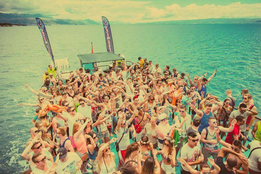 1 Ultra-Europe-2014-The top 10 European music festivals on the beach παραθαλασσια μουσικα φεστιβαλ ευρωπη 2015