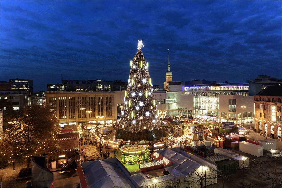 Die große Tanne am Dortmunder Weihnachtsmarkt
