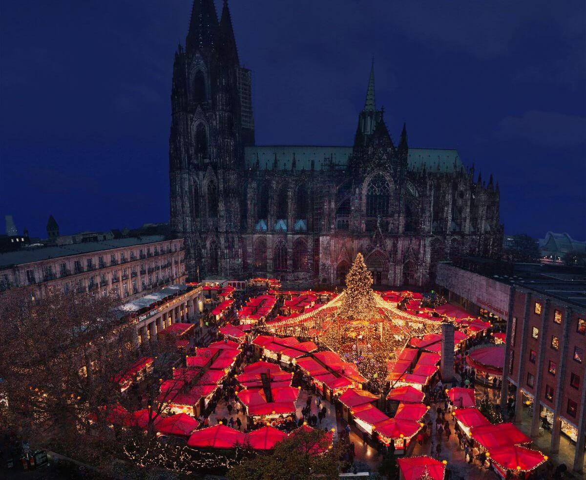 Weihnachtsmarkt unterm Kölner Dom