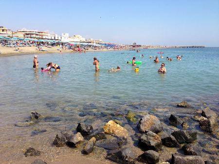 Der Strand 'Spaigge del Lido di Ostia'.