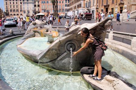 Der Barcaccia-Brunnen spendet eine kleine Abkühlung.