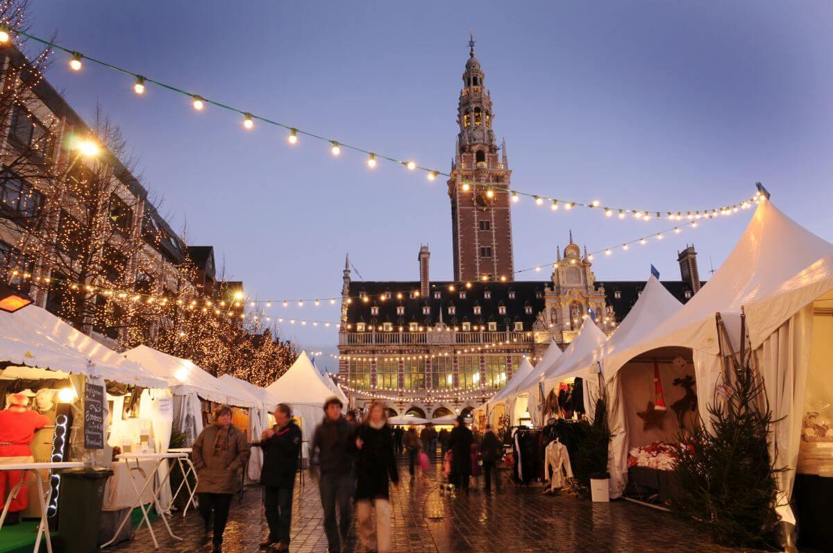 Weihnachtsmarkt in Leuven Belgien