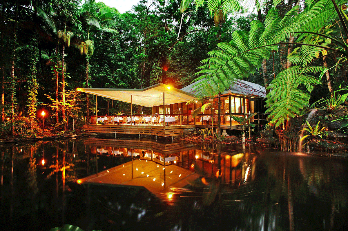 Pool & Restaurant vom Daintree Eco Lodge and Spa Hotel