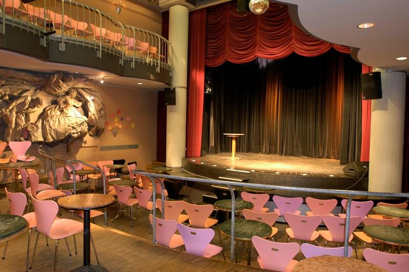 Senftöpfchen Theater von Innen Bühne Bestuhlung