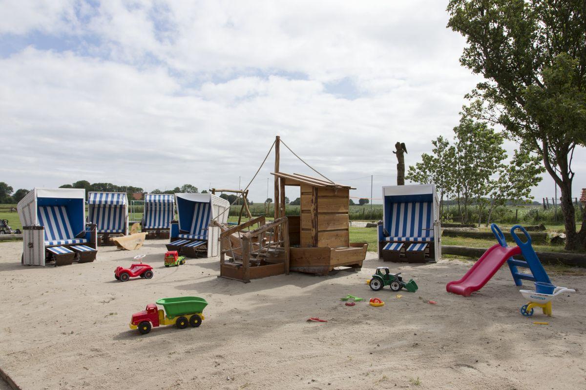 Spielplatz Strandkörbe Familotel Frieslandstern Nordsee