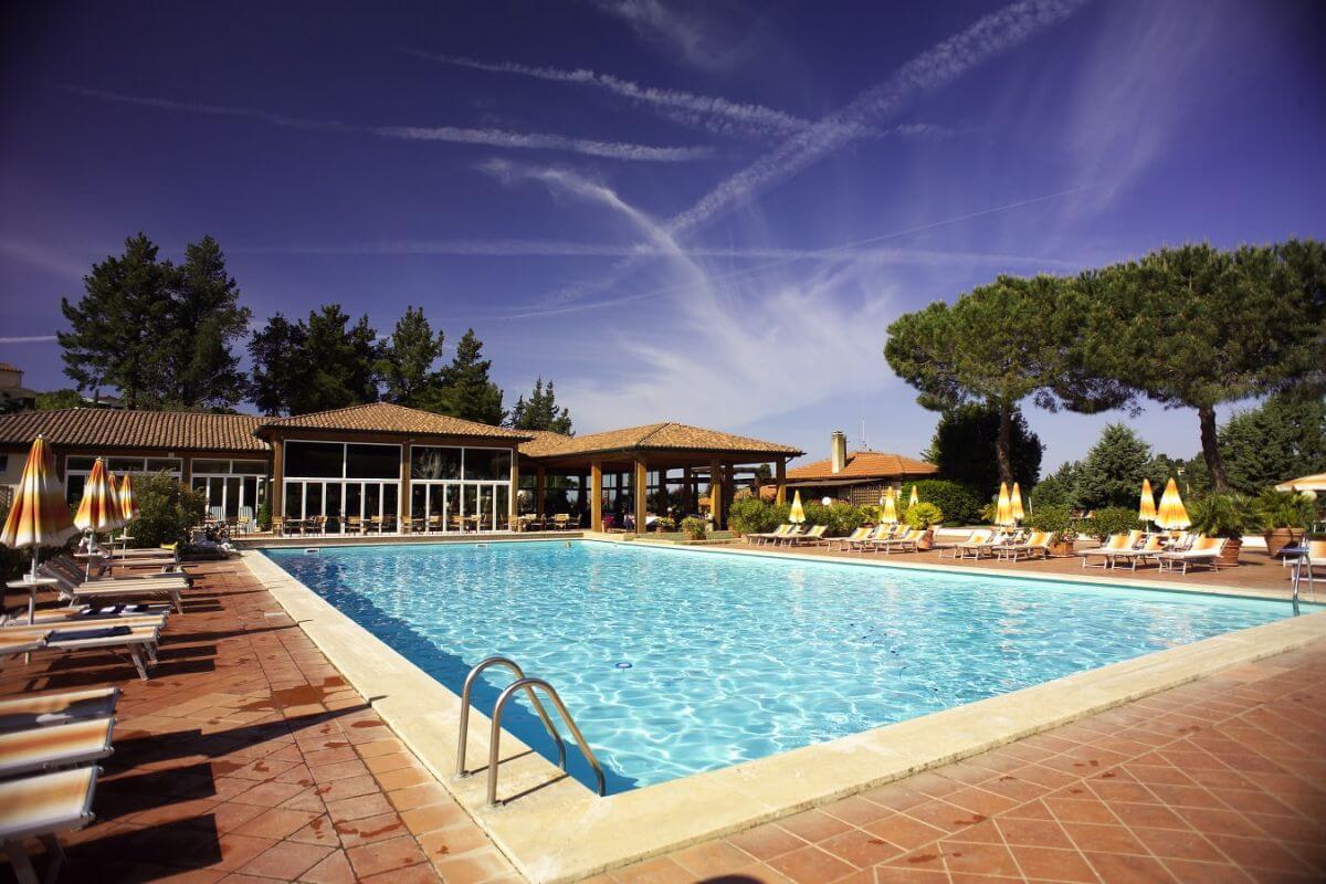 Der Außen-Pool des Hotels Cordial Hotel & Golf Resort Il