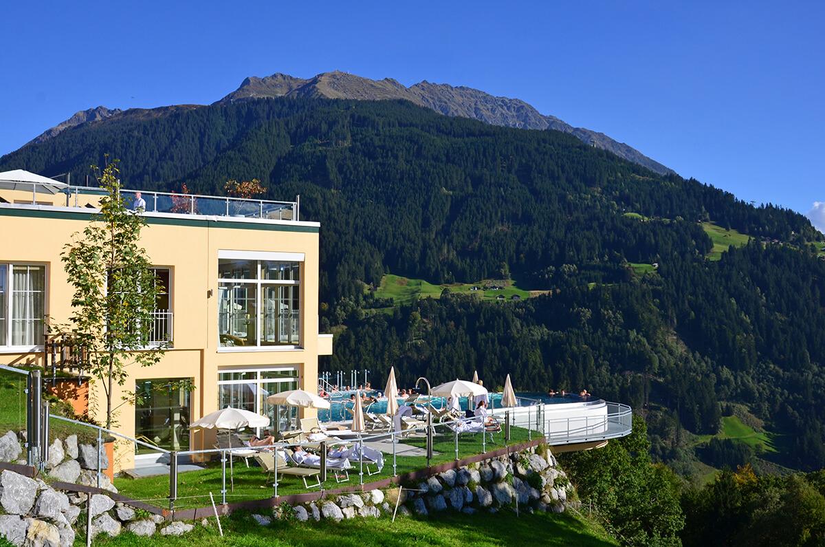 Infinity-Pool des Ferienhotels Fernblick im österreichischen Vorarlberg.