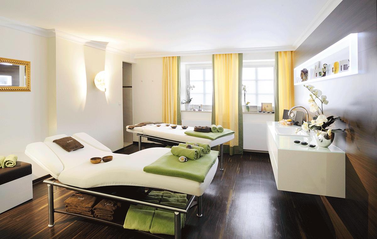 Liegen für Anwendungen im Wellnesshotel am Bodensee Hotel-Bayerischer-Hof.