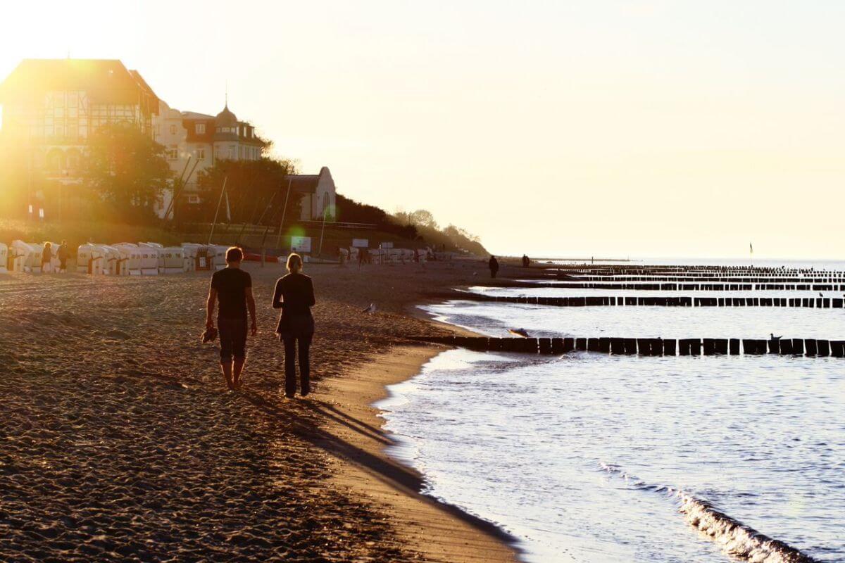 Kühlungsborn Pärchen Sonnenuntergang Strandabschnitt Ostsee