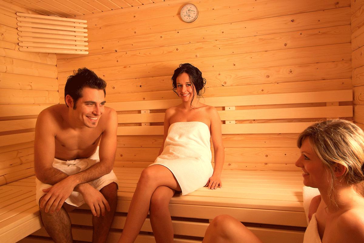 Paar in der Sauna im Lupinenhotel Bodensee.
