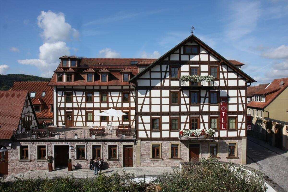 Deutsches Haus Hammelburg  aussen Sommer total