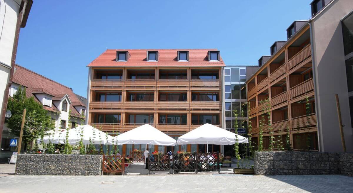 Best Western BierKultur Hotel in Ehingen Außenansicht mit Biergarten