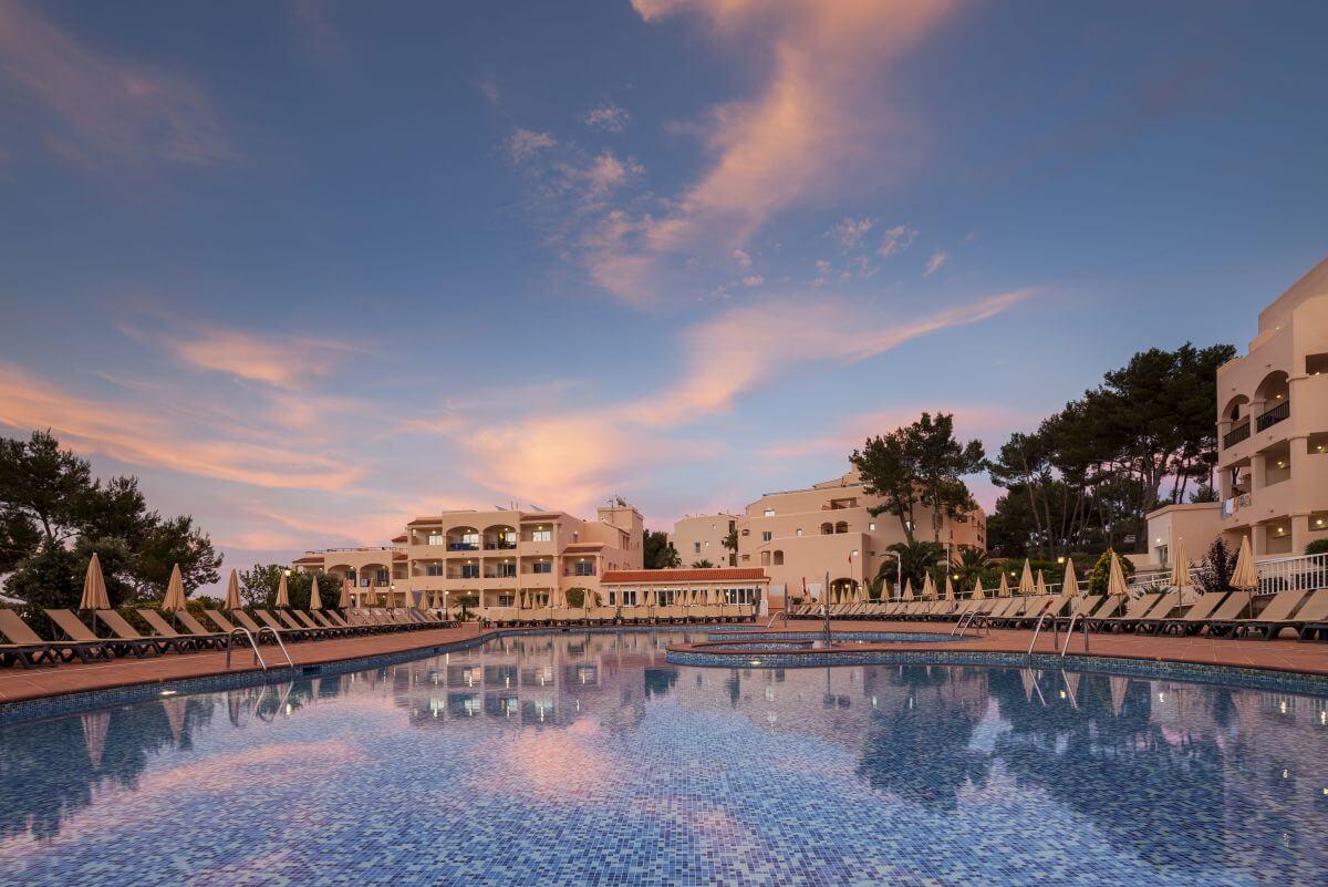 Strandhotel Ibiza Invisa Club Cala Blanca