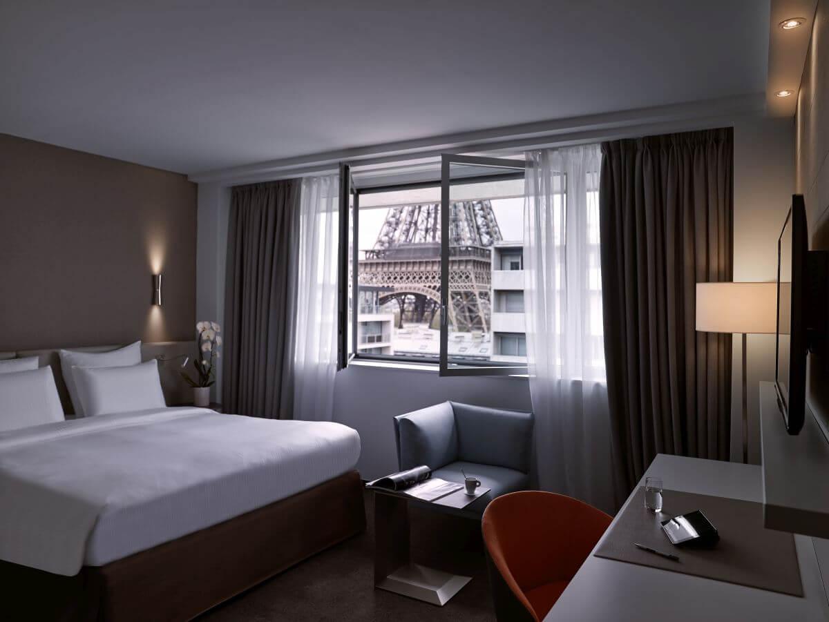 Hotel mit Blick auf Eiffelturm