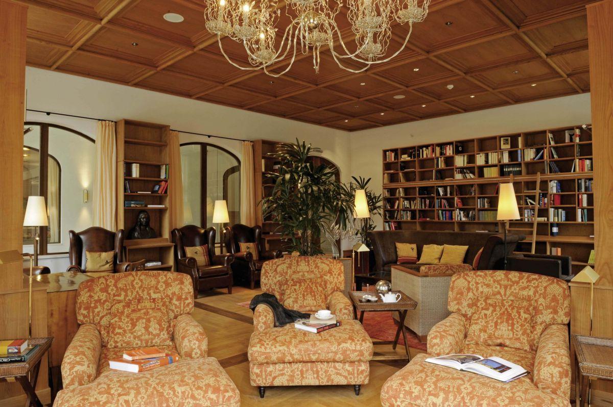 Hotel mit Bibliothek