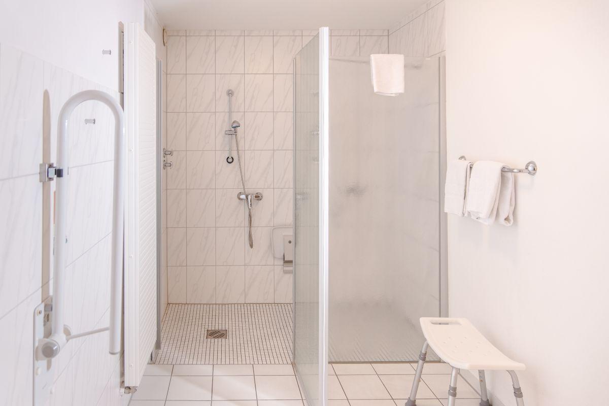 rollstuhlgerechtes Badezimmer im Hotel