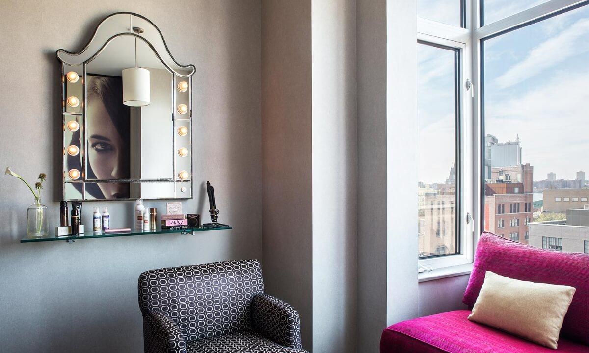 Sofaecke in Hotelzimmer