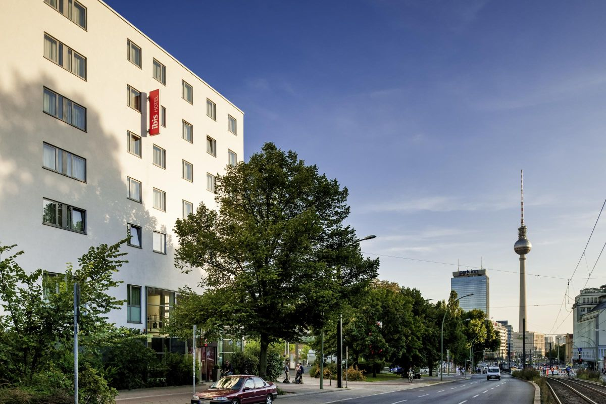Blick auf den Fernsehturm vom Hotel Ibis Berlin Mitte