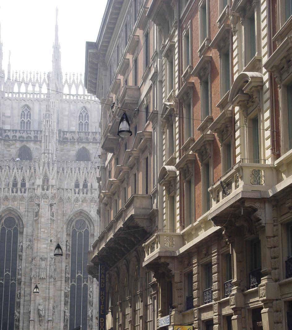 LO STRAFhotel&bar è in via San Raffaele 3, a pochi passi dal Duomo di Milano