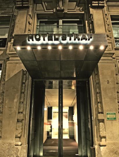 Ingresso dello STRAFhotel&bar a Milano