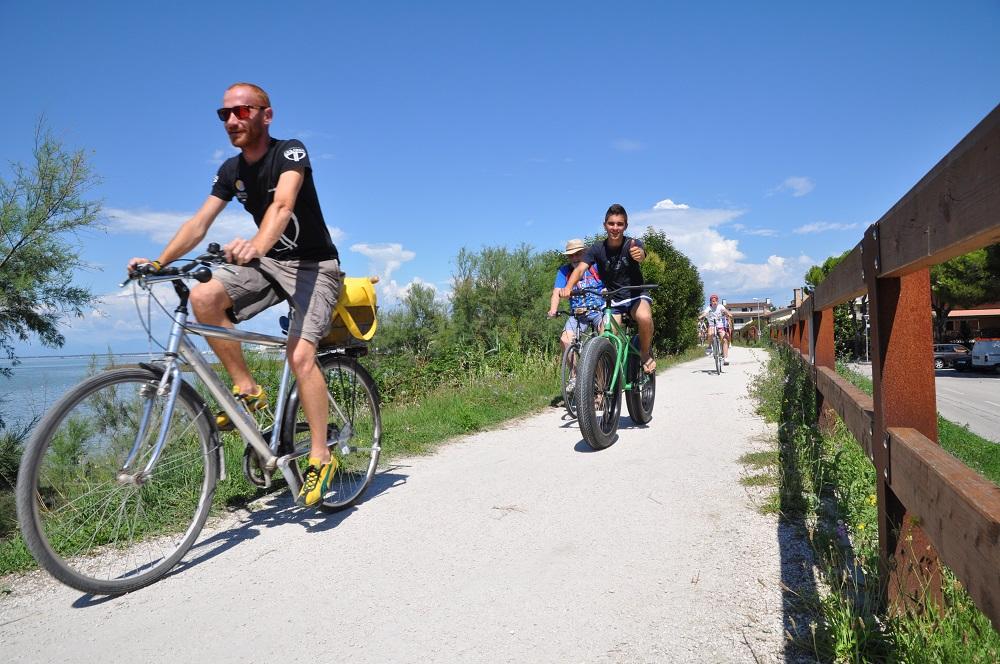Escursione in bicicletta lungo laguna