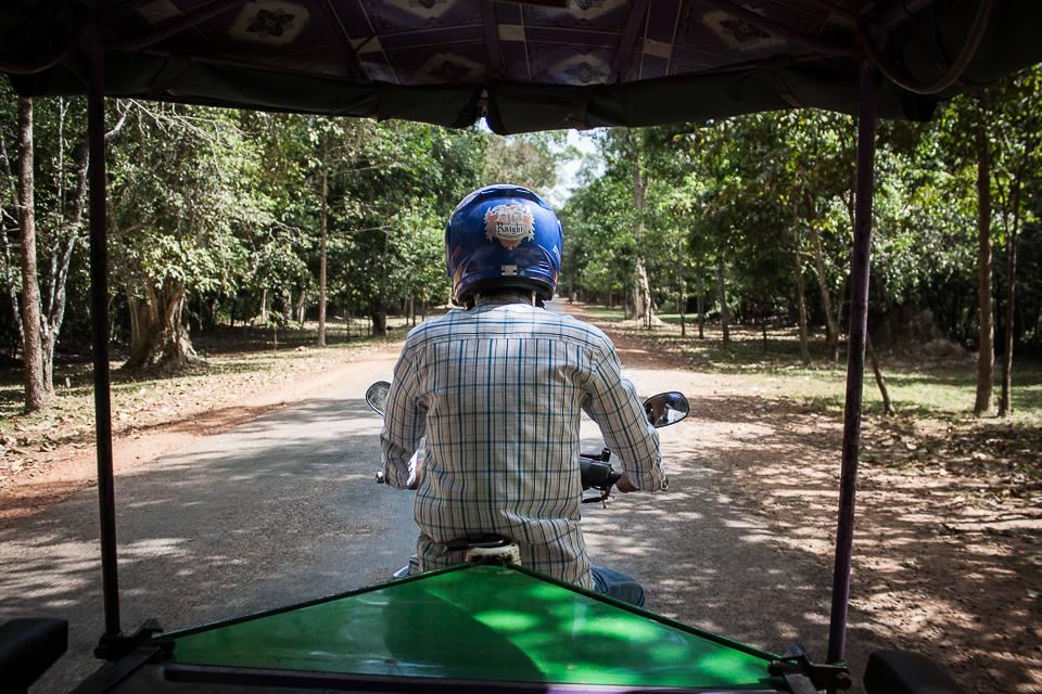 Sitha alla guida del tuk-tuk ad Angkor - Francesco Venturini © All rights reserved