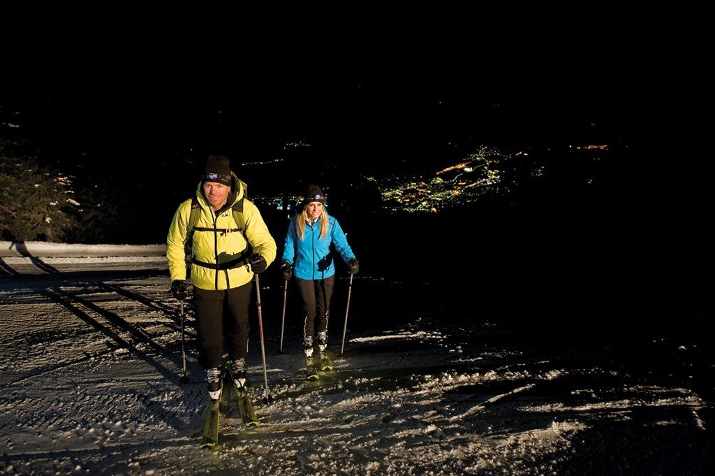 Scialpinismo in notturna e in sicurezza lungo le piste chiuse – Fonte: Consorzio turistico Valle Isarco/Thomas Grüner