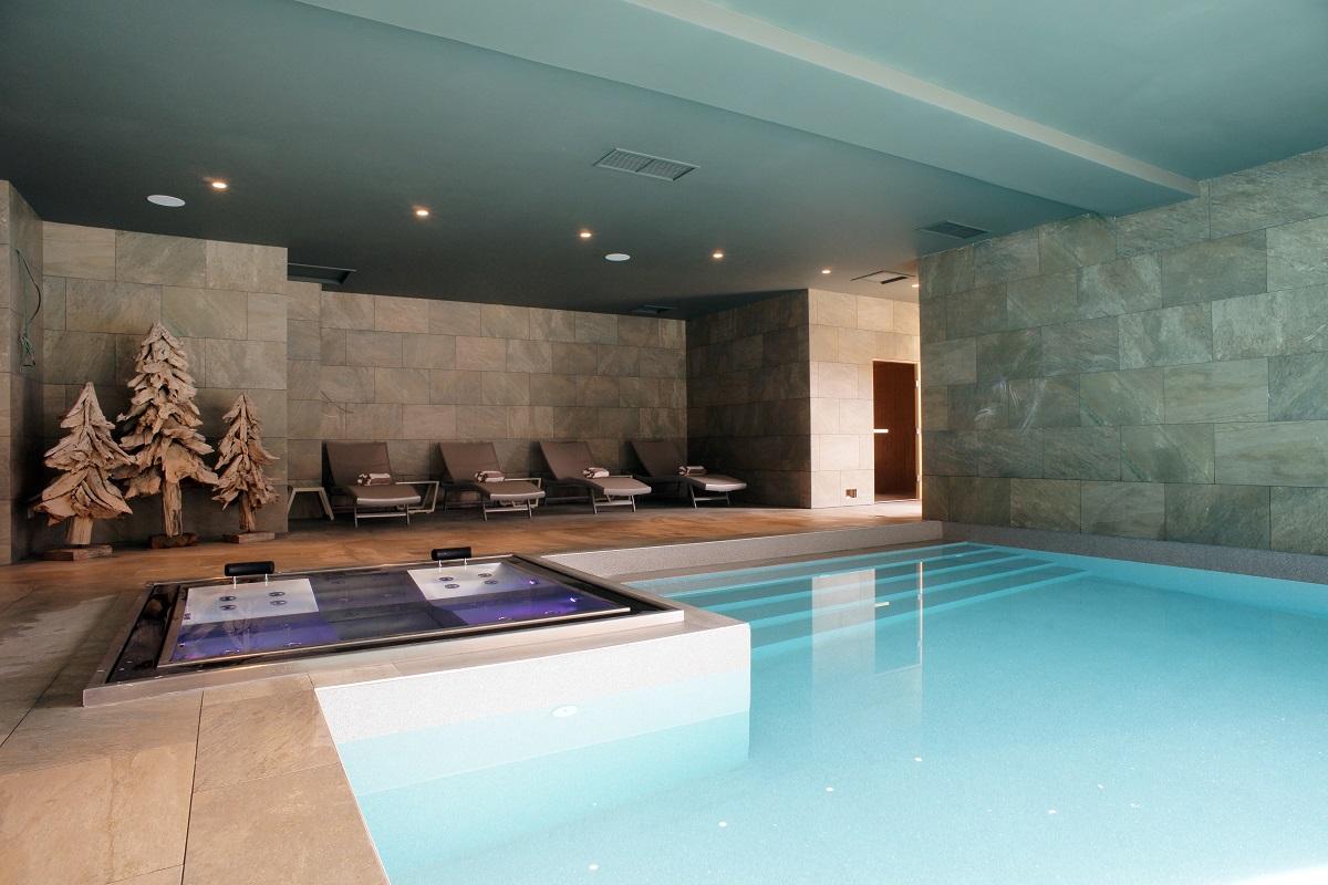 La piscina interna riscaldata dell'Hotel & SPA Alta Peyra - Fonte: @Alta Peyra Hotel & SPA