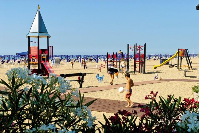giochi in spiaggia a Bibione